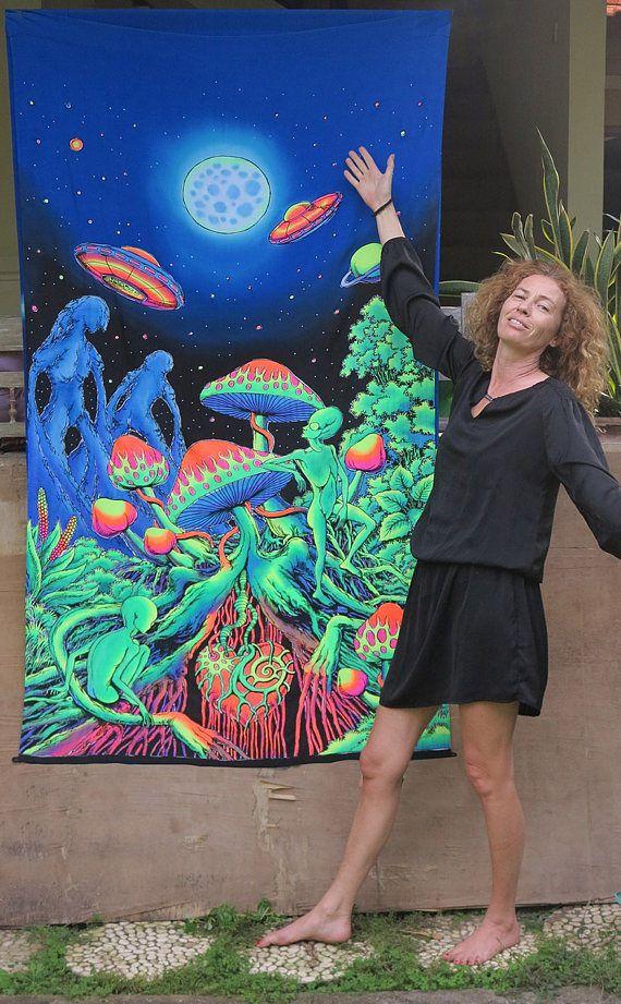 Batik UV Backdrop Alien Shrooms Wandbehang 2m x 1,2m Hippie Goa Psy Tuch Kunst