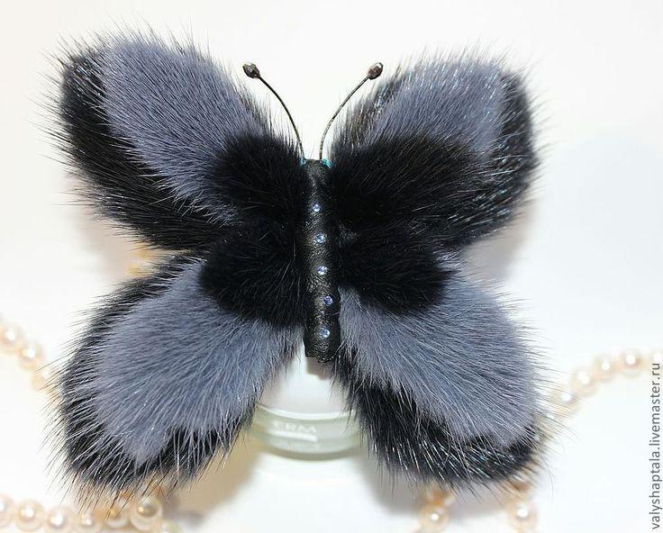 """Купить Скидка 10% брошь- зажим """"Даже бабочки зимой предпочитают меха"""" - тёмно-синий"""