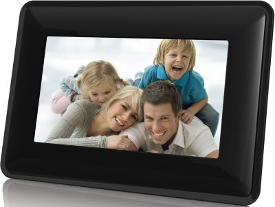 """Digital Photo Frames are a great gift for Mom this Festive Season. The Coby 7""""  Digital Photo Frame lets you display all your favourite photos in style #gifts #holidays #Christmas"""