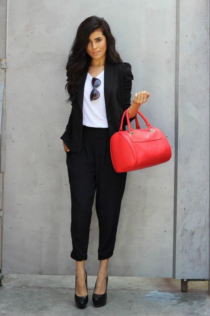 Gorgeous black and white combination for an office attire. | Office Fashion