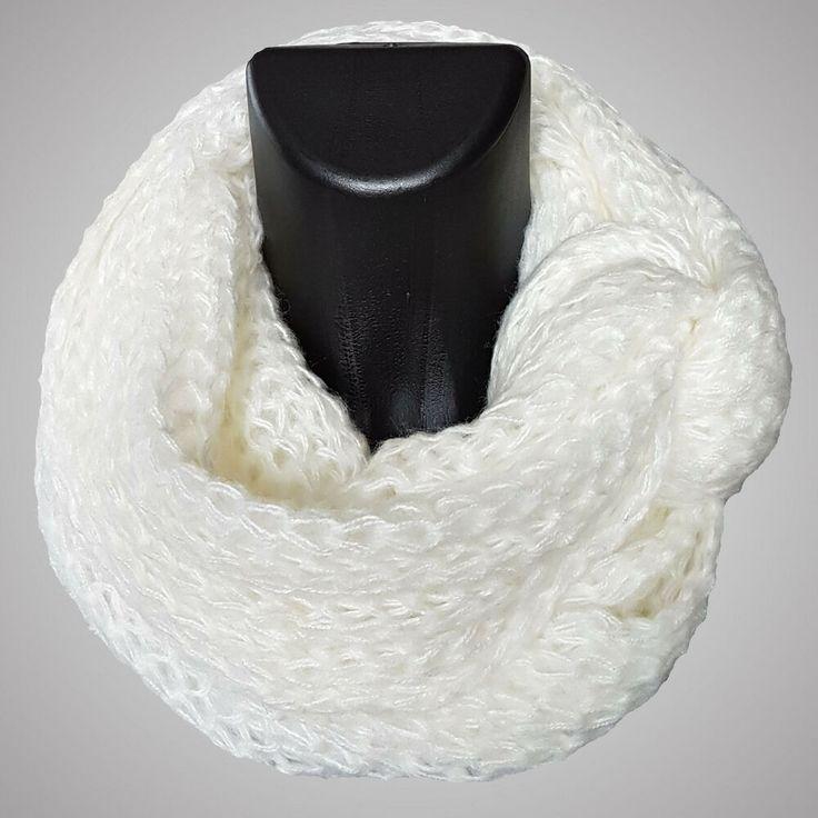 Weißer Loop Schal