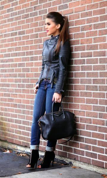 Look Camila Coelho: Jaqueta de Couro + Jeans