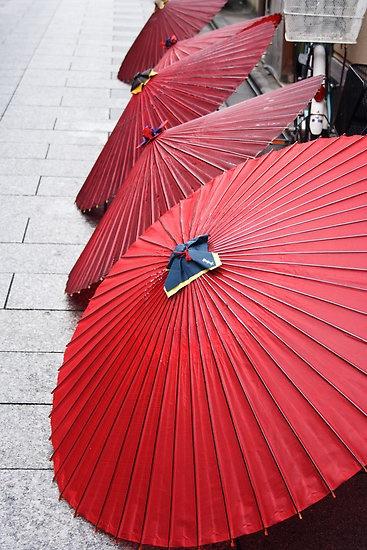 Red umbrellas 和傘 #kyoto #japan