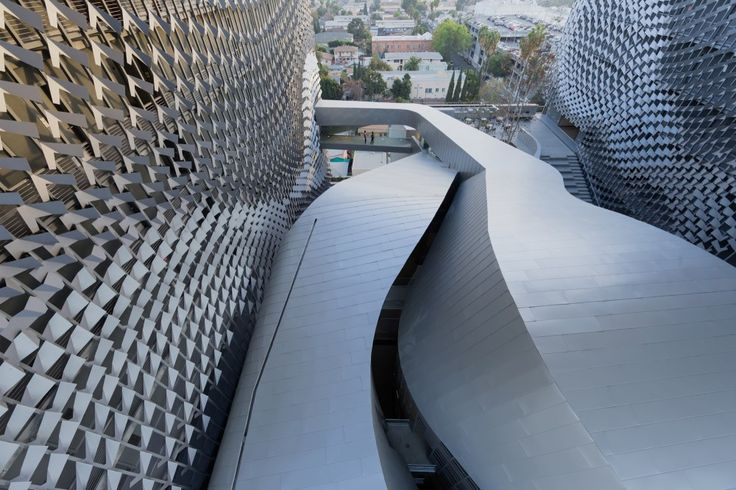 Emerson College Los Angeles / Morphosis Architects -Arc.Shanna Yates