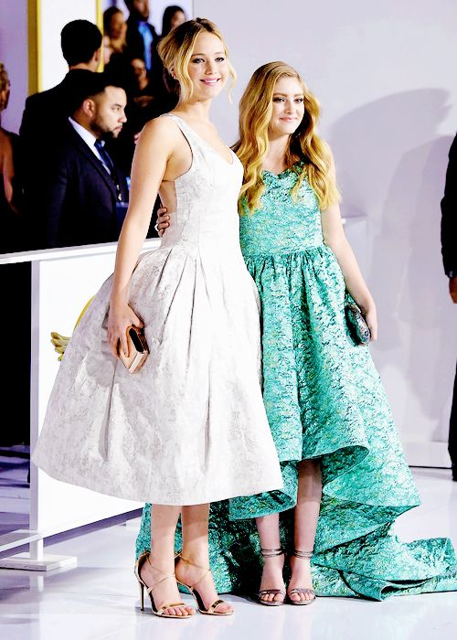 The Everdeen Sisters: Jennifer Lawrence and Willow Shields - 'The Hunger Games: Mockingjay Part 1' film premiere in Los Angeles, California - November 17th, 2014