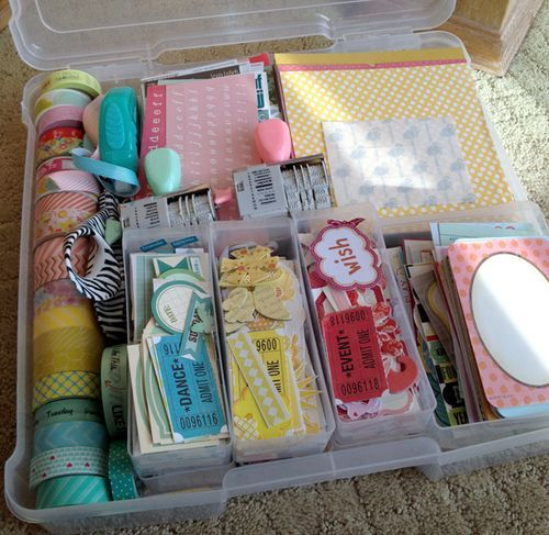 GREAT Organization System for Project Life ON-THE-GO!  I use the same tote for on-the-go embellishments and love it. I use ziplocks to keep my color-themed items together.