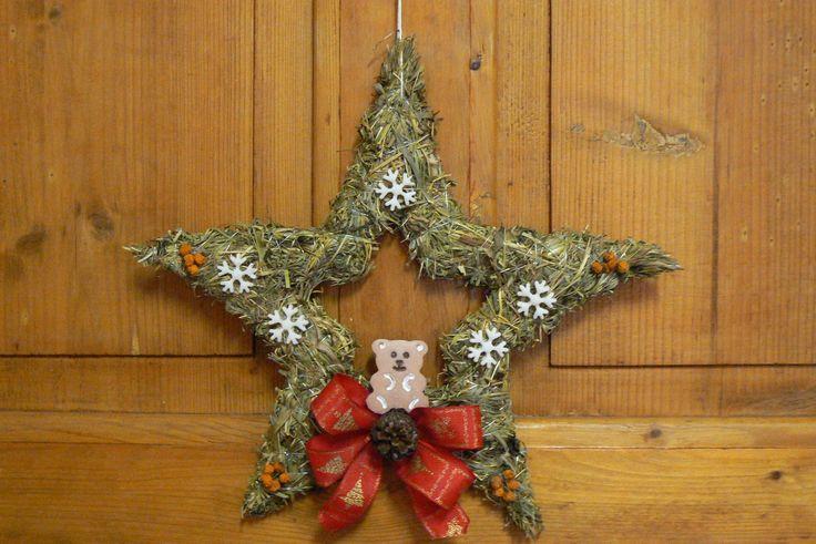 Vánoční dekorace ze sena-hvězda Vel.30cm. Na přání mohu dodat hvězdu i s jinou barvou stuhy.Stačí písnout .