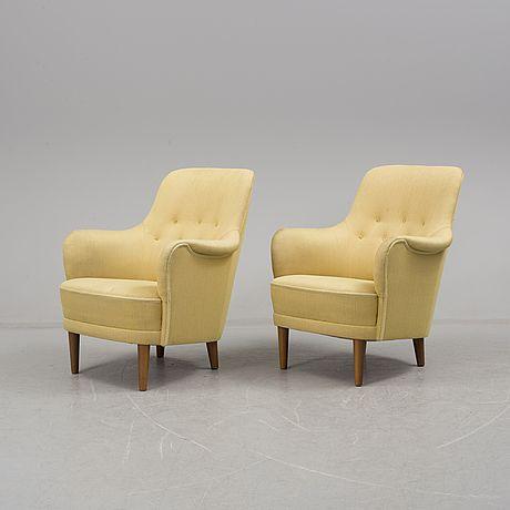 """CARL MALMSTEN Fåtöljer, ett par, """"Samsas"""", 1900-talets andra hälft. Stoppade och klädda i ljus textil. Sitthöjd ca 38 cm."""