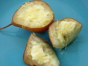 груши с сыром фета и пармезаном