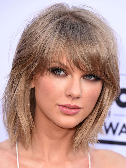 Taylor Swift Donates $15,000 To Firefighter's Injured Family