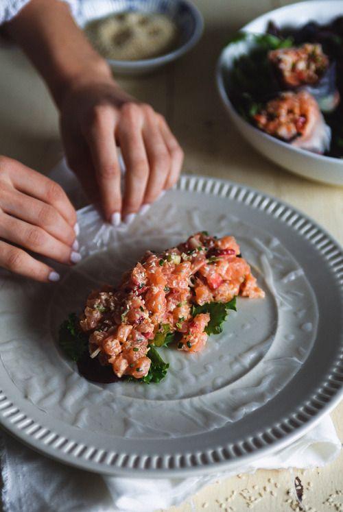 Tartare de saumon, fraises et mayonnaise épicée (Trois fois par jour)