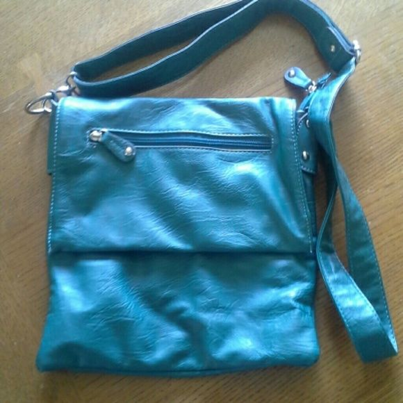 Teal cross shoulder purse Boho/free people inspired Teal purse, cross shoulder style. Brand new comdition, only used once Bags