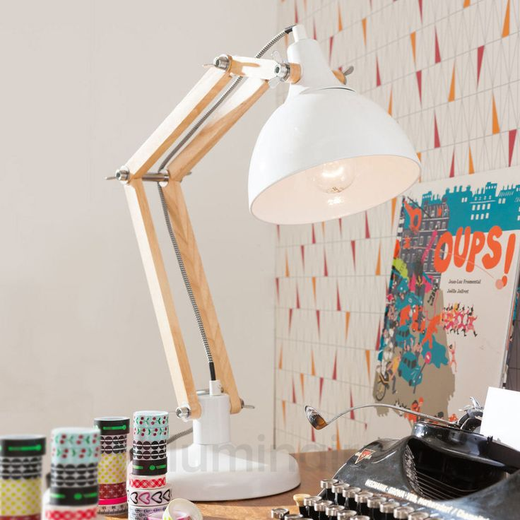 Lampe de bureau blanche Work Station avec bois, référence 5517434 - Lampes et luminaires en bois  - Esprit nature à découvrir chez Luminaire.fr !