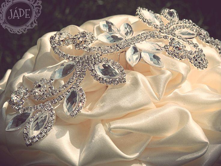 Hernyóselyem csokor ekrü színben brossal, ékszercsokor  III broochbouquet, fabric wedding bouquet handmade from silk in colour ecru and ivory  http://www.meska.hu/ProductView/index/1233406 #ékszercsokor #selyemcsokor #brosscsokor #esküvő #menyasszony #csokor #broochbouquet #silkbouquet #ivory #ecru #vintage #gatsby