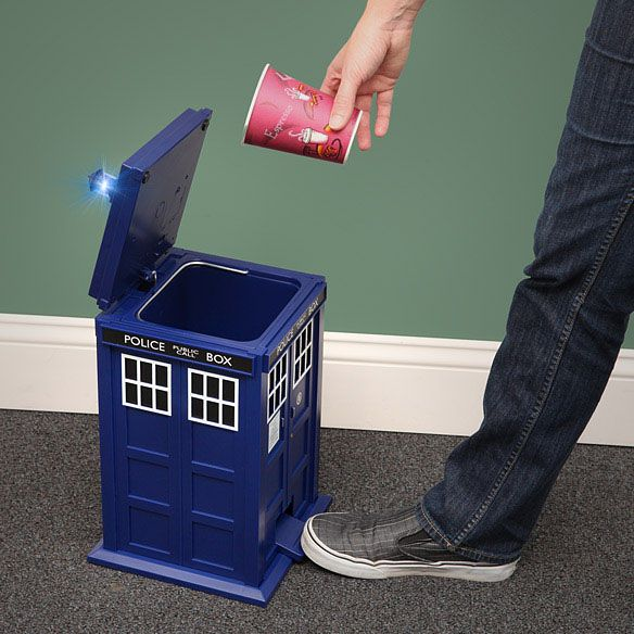 Dr Who TARDIS Flip Top Pedal Trash Bin  89 99. 1000  ideas about Doctor Who Bathroom on Pinterest   Doctor who