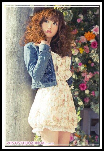 Liz Lisa - Gyaru fashion. Such a cute dress design, if that is what it is. hehe :P
