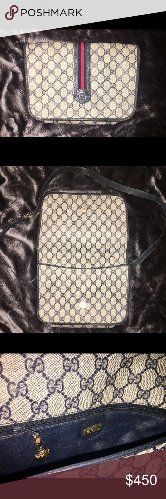 Vintage Gucci Messenger Bag Vintage Gucci messenger bag. Slight signs of wear and tear but overall looks great for its age. Cream and Dark Navy. Serial number in photos. Gucci Bags Crossbody Bags