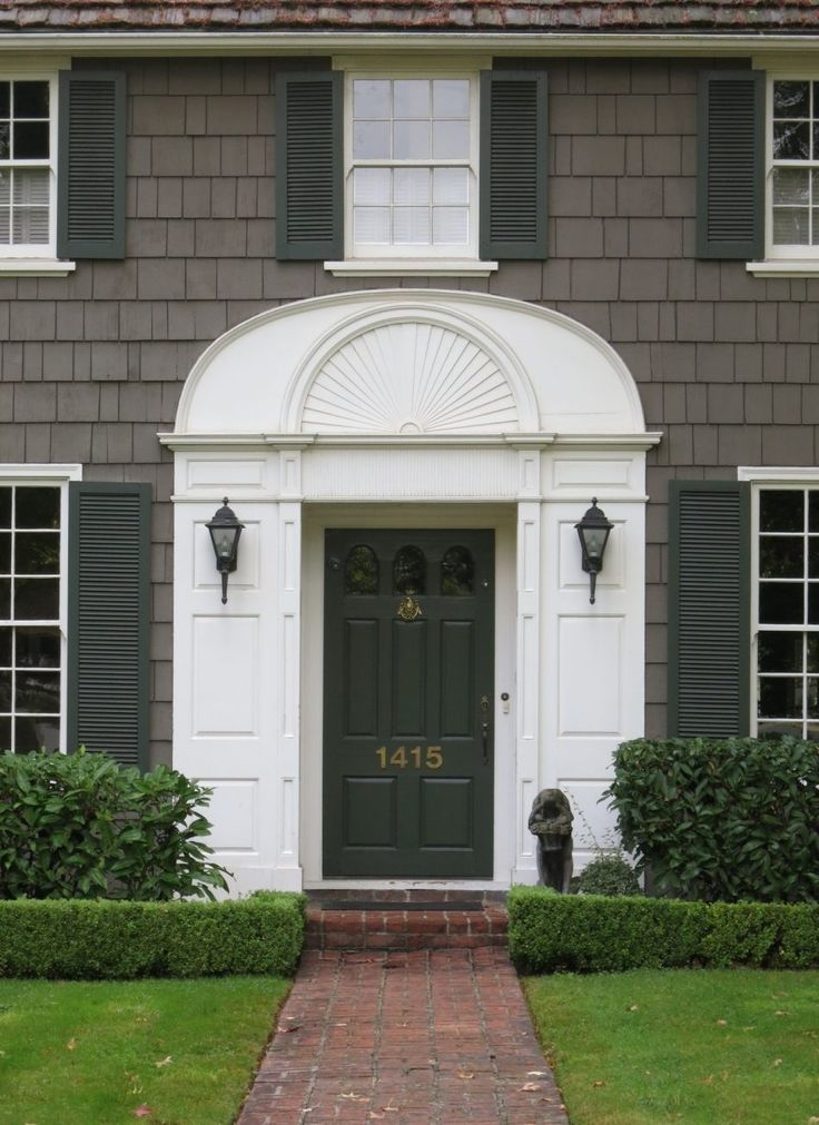 Best 25 colonial front door ideas on pinterest colonial - Decorative exterior door pediments ...
