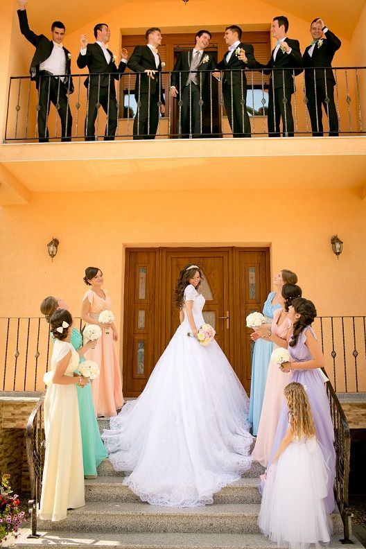 Funny wedding photo idea with bridesmaids and groomsmen!!