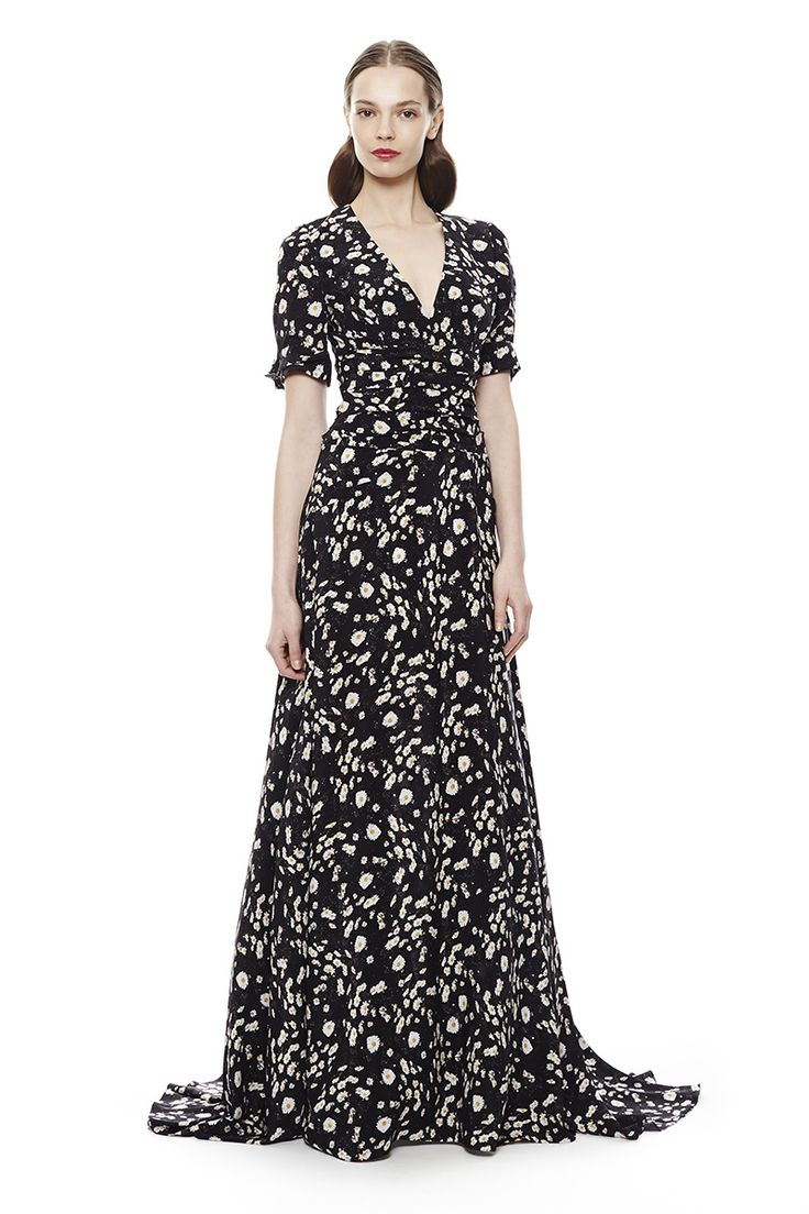 See the latest collection from Carolina Herrera on Vogue.com.