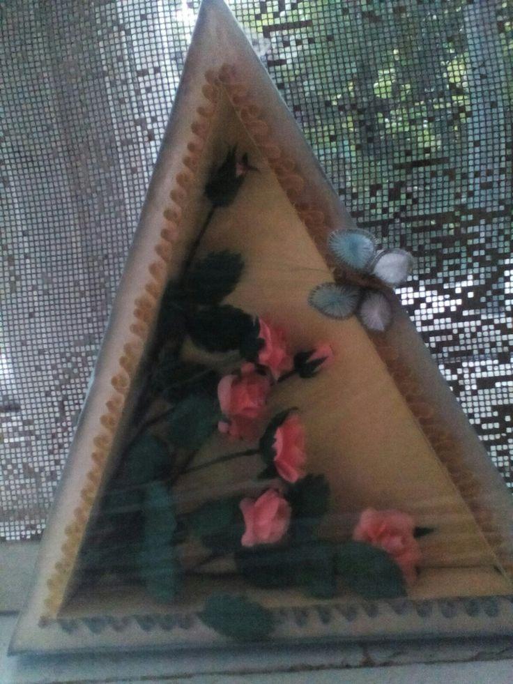 """Объёмная картина"""" розы"""". Техника бумагопластика. Хорошие были конфеты в этой коробке, а теперь красивые розы. Всё в мире заменимо."""