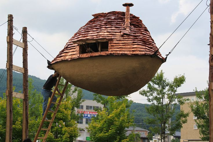 Terunobu Fujimori's Flying Mud Boat Teahouse Installation (He used organic raw materials and the space is very liveable. It can be installed in any climate and in any location!)