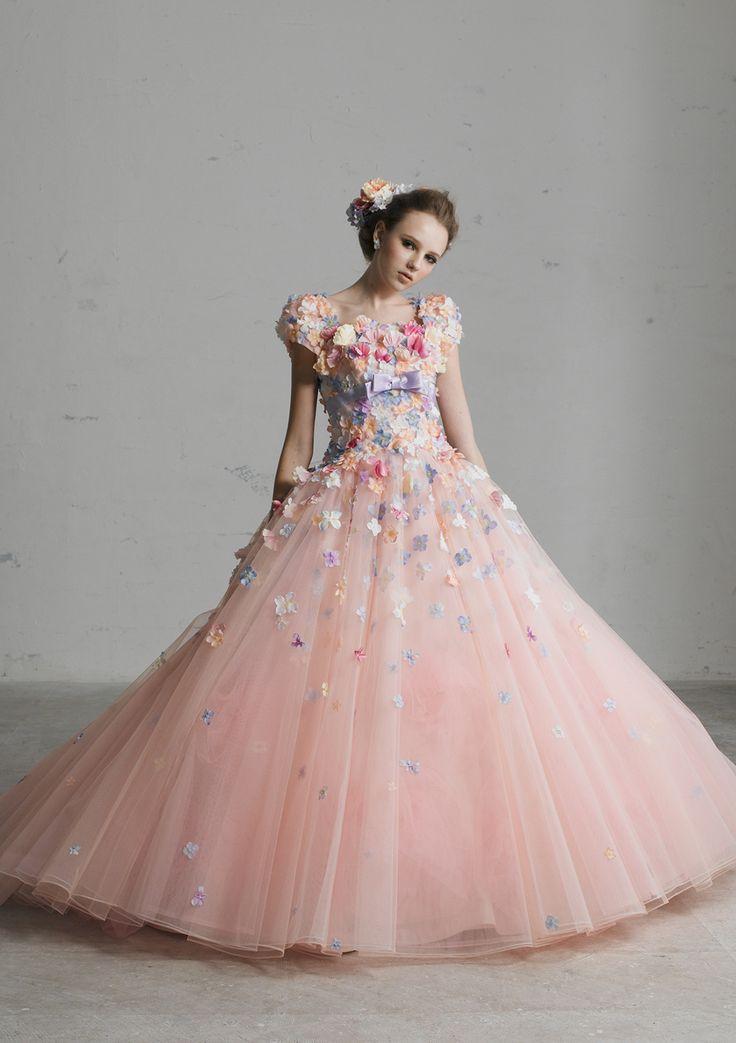 YP-11253P - 桂由美 カラードレス - 胸元いっぱいに小花を散りばめハイウエストにリボンベルトをおき、ウエストの切り換えラインをローウエストにした、とってもフェミニンなカラードレスです。 スカートのボリュームにも巧みな素材の特徴を活かしたとっても人気ラインのカラードレスです。 ラブリーなピンクを基本とし、小花の色を多色にしたり、ピンクのグラデーショ
