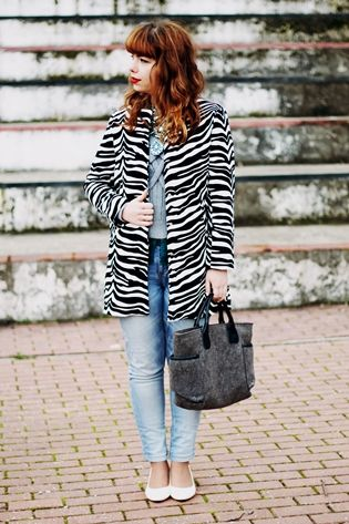 "Drawing Dreaming: ""Zebra"" > Outfit - Zebra print coat; grey sweater; green statement necklace; light blue jeans; white low heels"