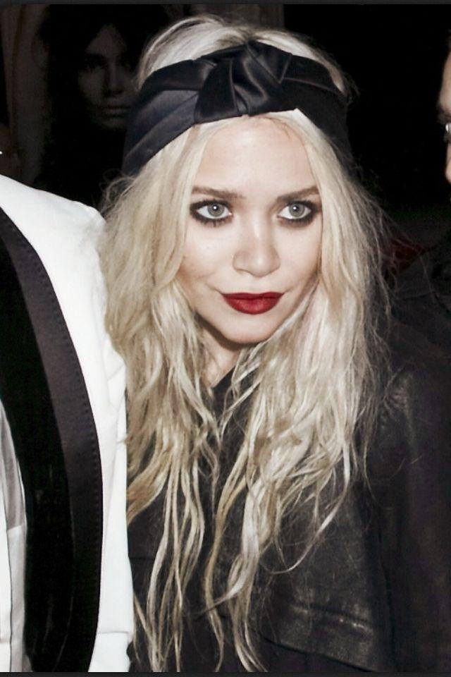 Olsen twin's grunge eyeliner.