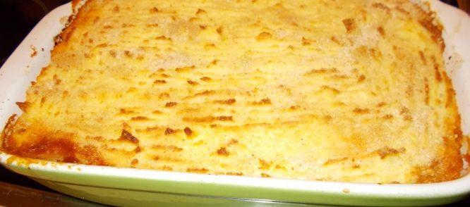 Szegediner+goulash+is+een+Hongaarse+goulash+met+zuurkool.+Deze+goulash+wordt+meestal+gemaakt+met+varkensvlees,+maar+ik+heb+in+dit+recept+gekozen+voor+rundvlees. Mijn+recept+is+niet+het+traditionele+Hongaarse+recept,+maar+een+variant+door+mijzelf+bedacht. Je+kunt+deze+goulash+natuurlijk+ook+gewoon+met+gekookte+aardappelen+of+rijst+eten,+maar+ik+vond+het+leuk+er+deze+keer+een+ovenschotel+van+de+maken+(zonder+kaas+!)