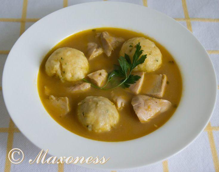 Куриный суп с лимоном и кориандровыми клецками