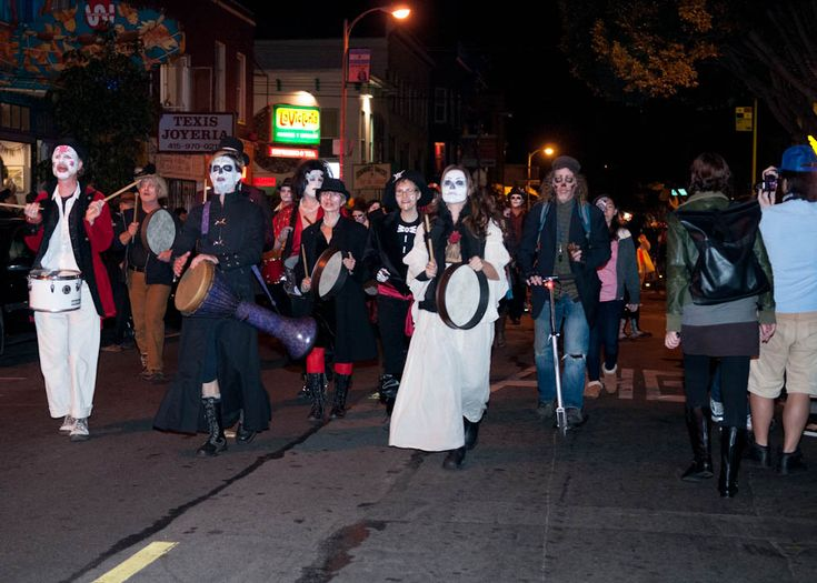 Photos of San Francisco's Day of the Dead Procession and Festival of Altars
