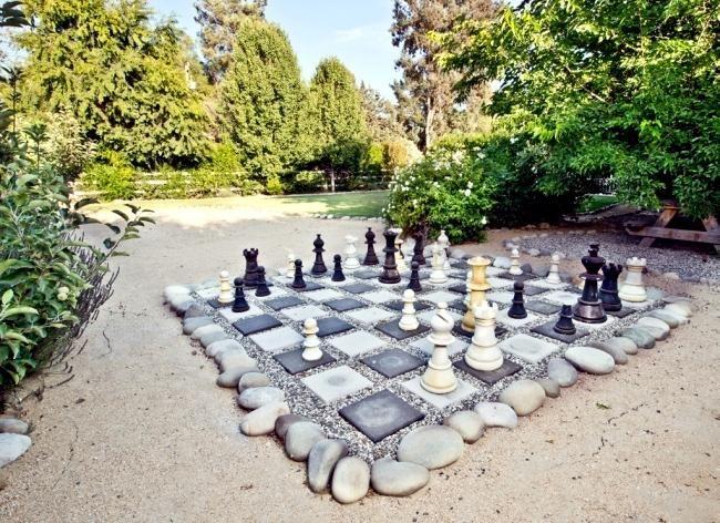 idées de terrasse et jardin déco de forme table jeux d'échecs