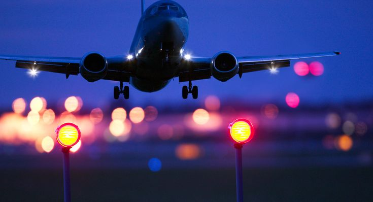 6 Terrifying Things You Learn as an Air Traffic Controller