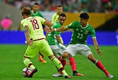 Mexico 1 Venezuela 1 in 2016 in Houston. Adalberto Penaranda takes on Jesus Molina in Group C at Copa America.