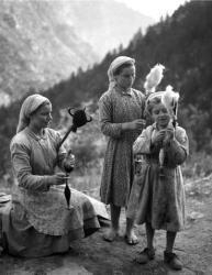 Τα κορίτσια που γνέθουν στον Όλυμπο, 1955. Τάκης Τλούπας. http://takis.tloupas.gr