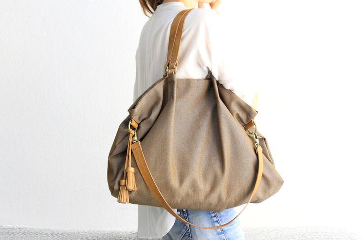 Borsa in tela e cuoio, tessuto idrorepellente e cuoio chiaro pregiato, color marrone - Susy shoulder bag di Genuinemyself su Etsy