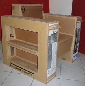 Un fauteuil en carton utile avec des tag res pour ranger for Livre meuble en carton