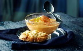 Hummersuppe med fennikel og ost Gæsternes favorit som forret til festen - Skøn suppe med tilbehør af flute med ostecreme.