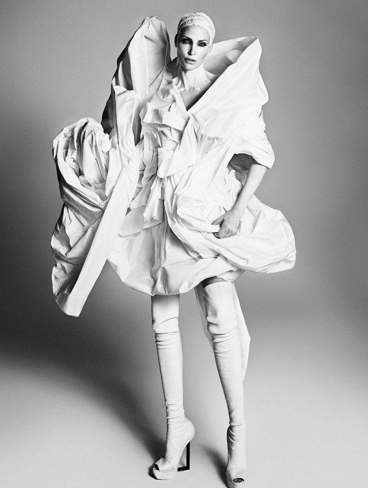 Надя-Ауэрманн-и-Стелла Теннант-фотосессия-в обмен на выставке-журнал-весна-лето-2015_4.jpg