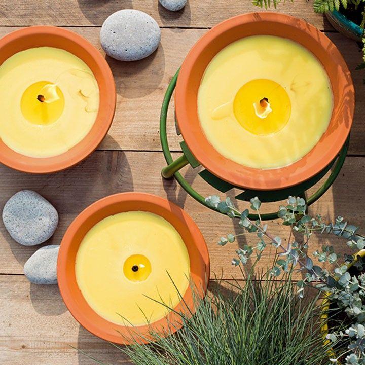 Zet kaarsen op tafel om de muggen weg te houden #kaarsen #intratuin