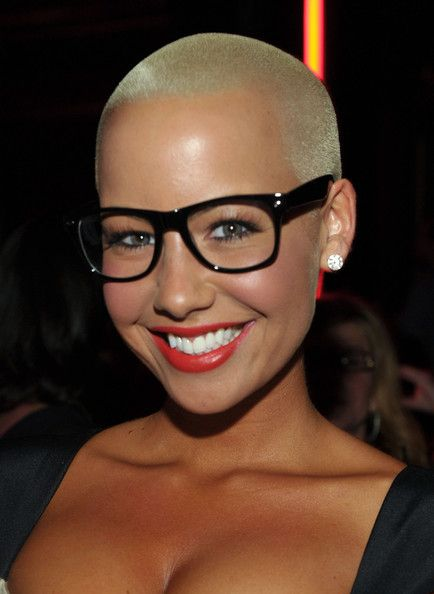 I wish she had hair... but she is gorgeous either way! Amber Rose.