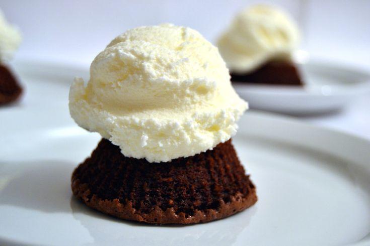 Il gelato alla panna fatto in casa è semplice da fare e il risultato è un gelato perfetto e da accompagnare con qualsiasi cosa..