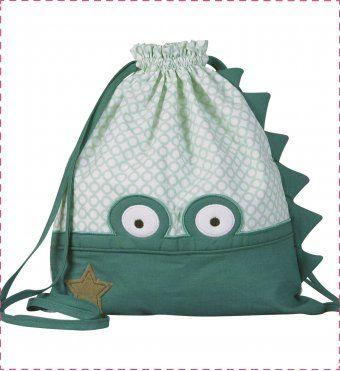 Un sac à dos cro-mignon, idéal pour suivre bébé à la crèche, la garderie ou l'école maternelle ! <br />Sac à langer d'appoint, sac à goûter, sac à doudou, sac pour la piscine ou les soirées chez Mamie..., il est facilement personnalisable au prénom de bébé grâce à sa petite étiquette au dos.  <br />  <br />