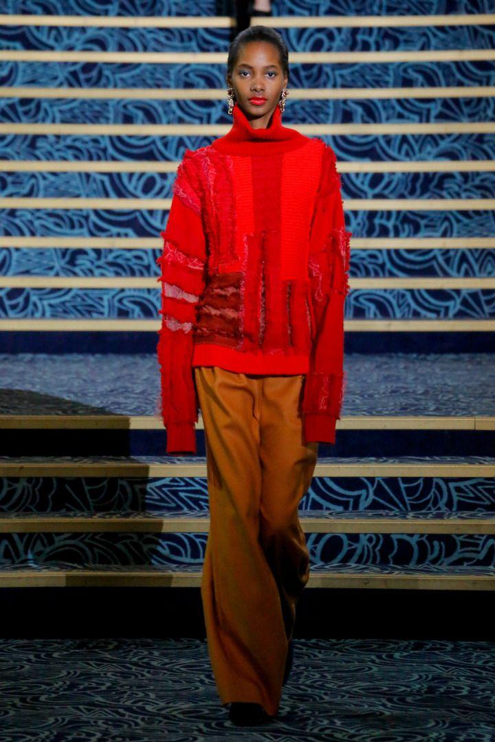 Koche Sonbahar/Kış 2017-18 defilesi Paris Moda Haftası kapsamında gerçekleşti.