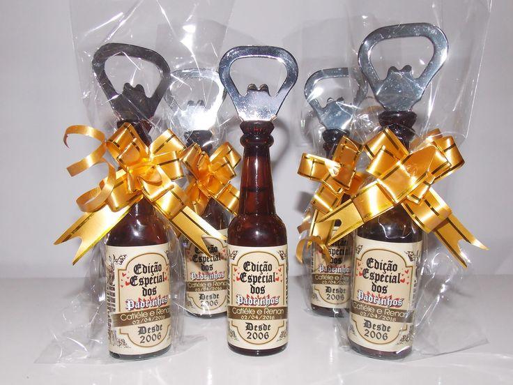 Abridor de Garrafa em formato Garrafinha Personalizado com adesivo  http://www.elo7.com.br/abridor-formato-garrafa-padrinhos/dp/510452