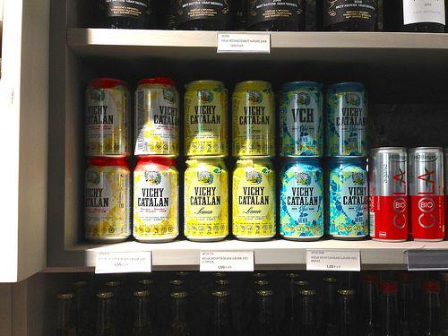 Las latas de Vichy Catalán en CHEF S (C/Aragó, 310, Barcelona)