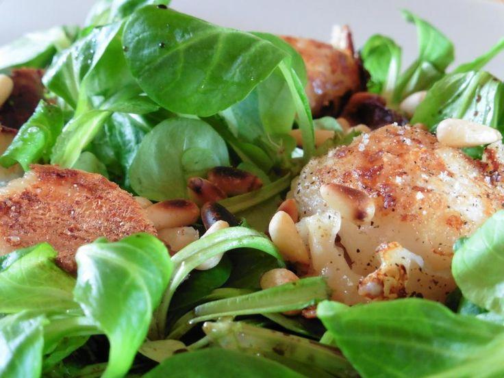Salade de mâche aux noix de Saint Jacques Maigrir 2000 : une entrée simple et rapide pour les fêtes ! Cette recette vous est proposée par les nutritionnistes du réseau Maigrir 2000.