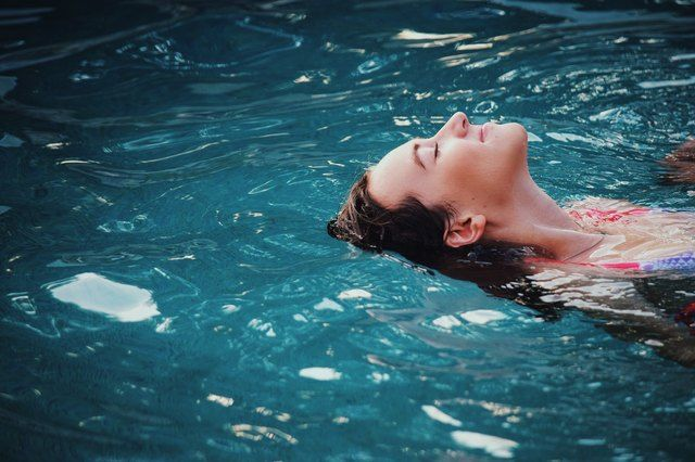 How To Adjust The Ph In A Swimming Pool With Baking Soda Saltwater Pool Pool Chlorine Swimming