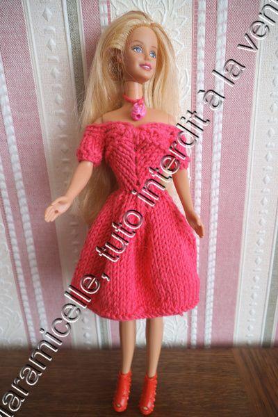 Barbie revêt une élégante tenue de ville pour aller au marché de Lucia ICI TUTO MATERIEL coton àtricoter avec du 3,5 (22 mailles pour 10 cm) ruban aig 3,5 crochet POINTS EXPLICATIONS ici mousse jersey pointes mailles serrées au crochet CATEGORIE LLL monter...